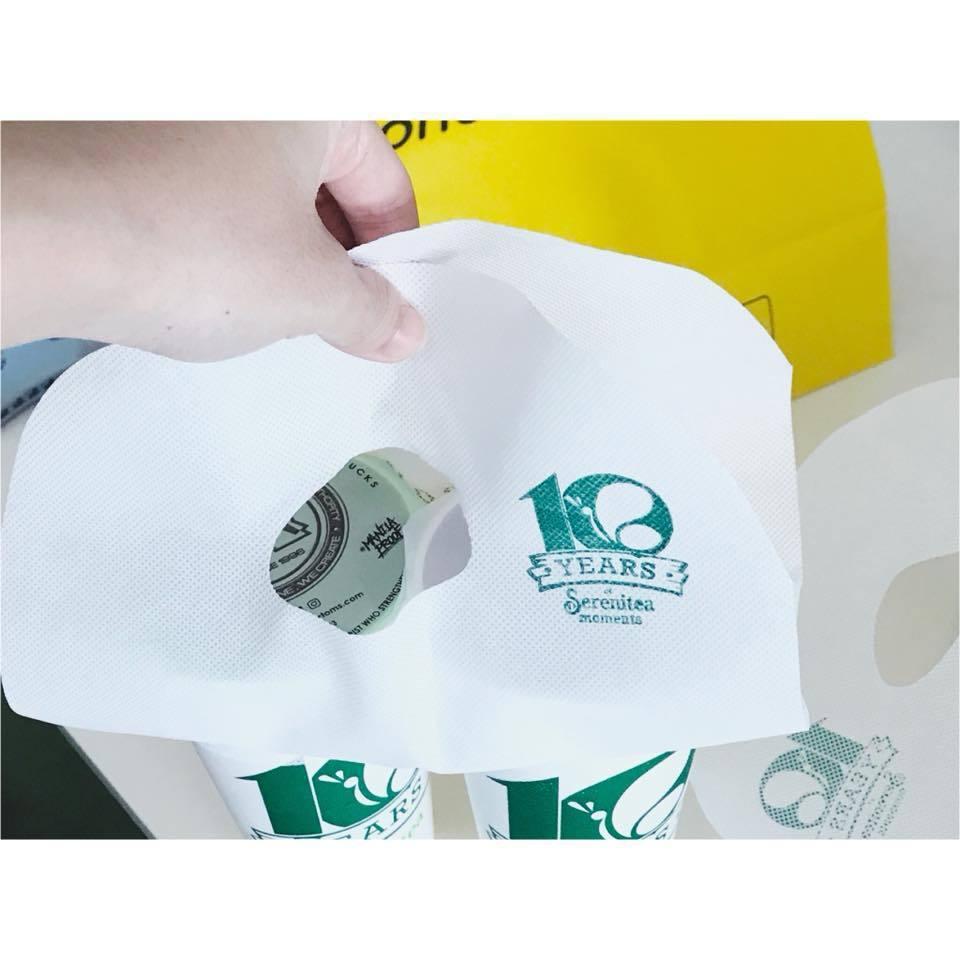 菲律賓馬卡蒂市推行減塑政策,不少連鎖飲料店不提供塑膠提袋,改其他可重複使用材質提...
