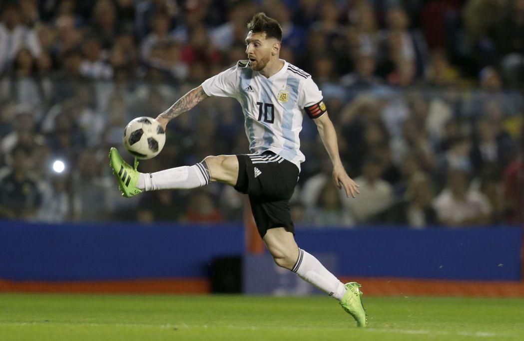 阿根廷隊長梅西原訂率隊與以色列隊舉行友誼賽,卻捲入以巴衝突而取消。 (美聯社...
