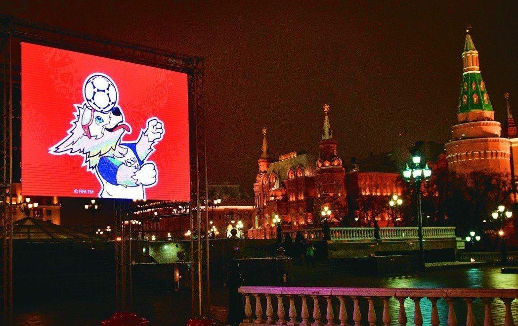 德國漢莎航空拍宣傳世足廣告,竟到烏克蘭取景,引發軒然大波。圖為克里姆林宮附近大螢...