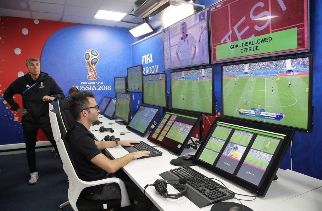 本屆世足首度引進影像助理裁判(VAR),用於進球、12碼判罰、紅牌和判罰對象錯誤...