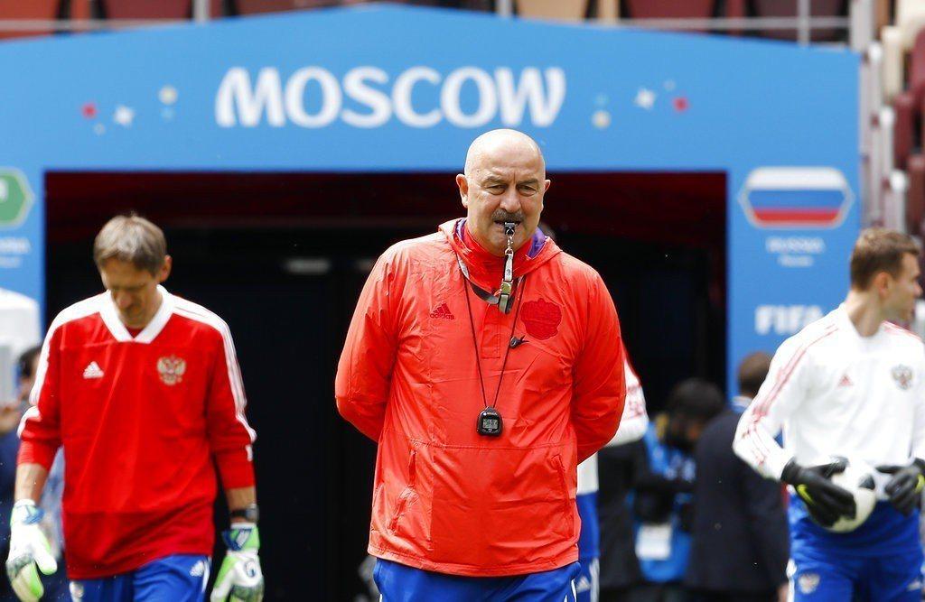 俄羅斯總教練切爾切索夫則是希望透過開幕戰一改各界觀感。 美聯社
