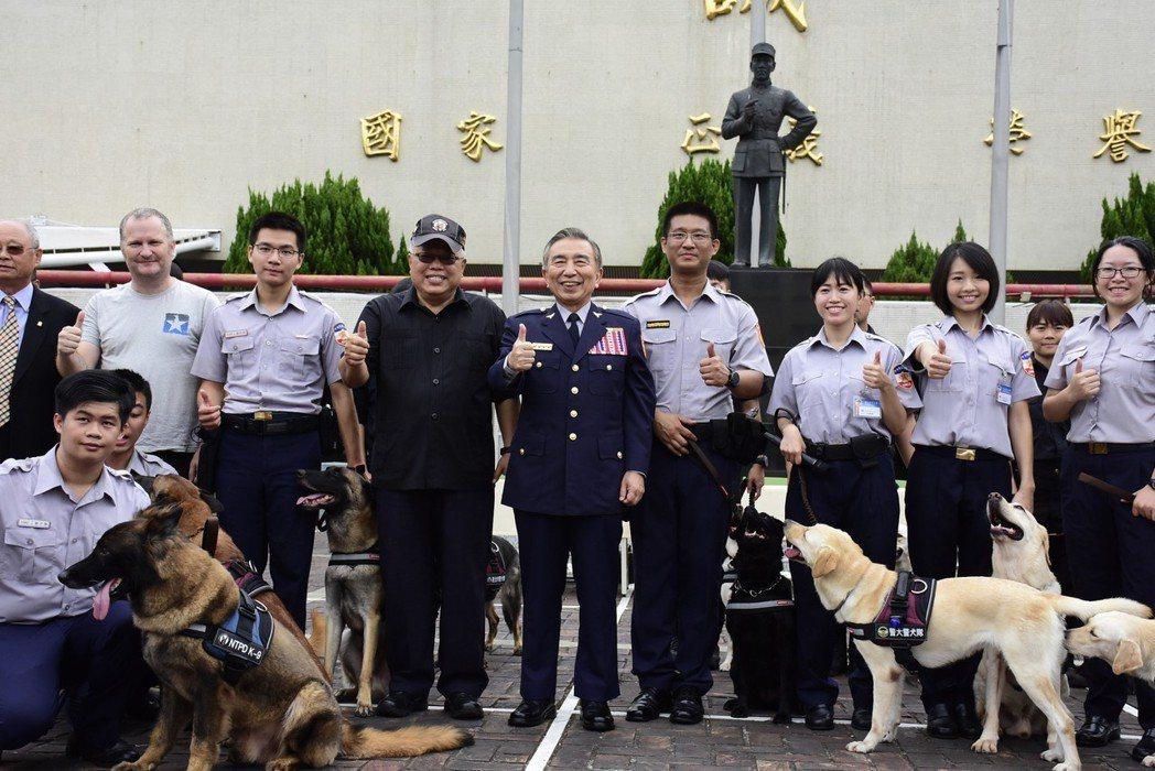 警大昨天舉辦畢業典禮,警犬隊也到校參加。 圖/警大提供