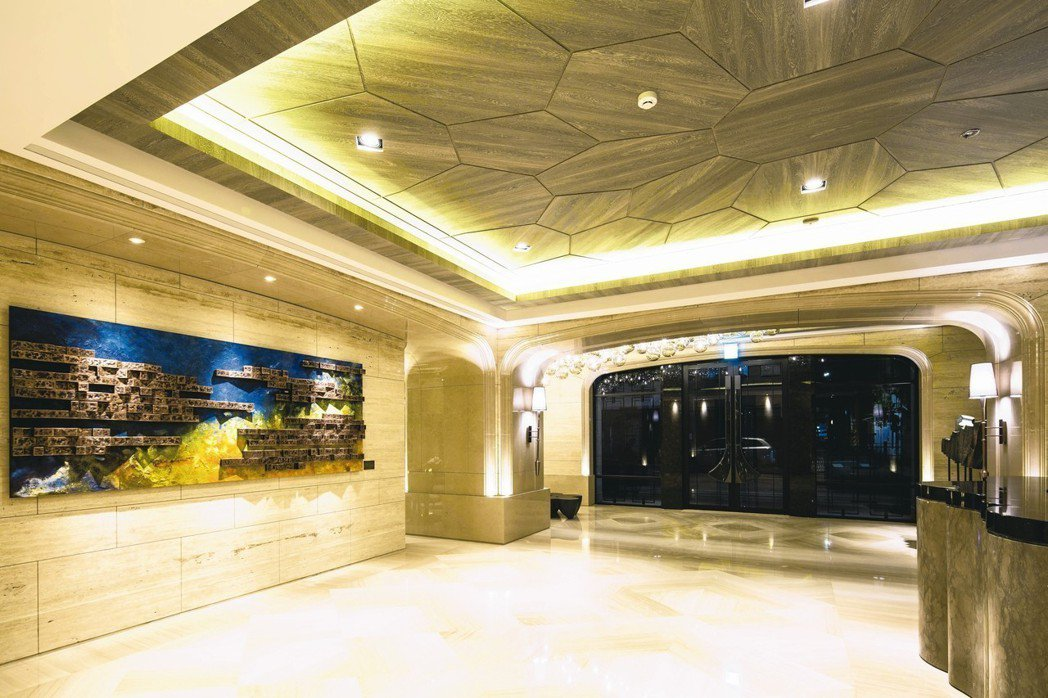 「昇陽城中」1F挑高4.2米迎賓大廳。 業者/提供