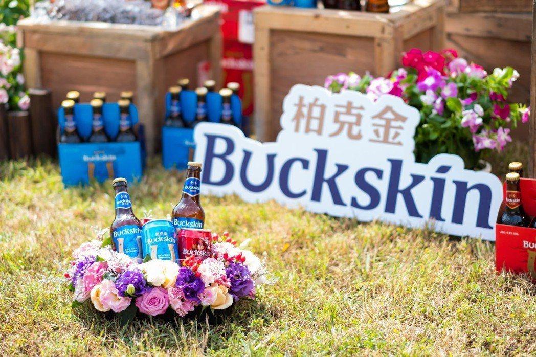 金車BUCKSKIN柏克金首波推出兩款經典德式風格啤酒,德式小麥啤酒口感圓潤,有...