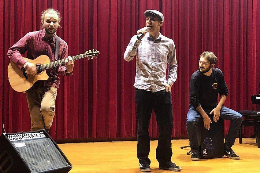 中華大學通識課程舉辦期末音樂會,捷克外籍交換生秀出拿手活,帶來捷克歌曲,用美妙音...