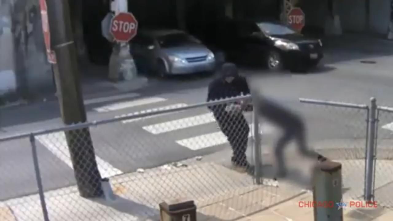 歹徒肆無忌憚,芝華婦連續白日當街遭搶。 黃惠玲