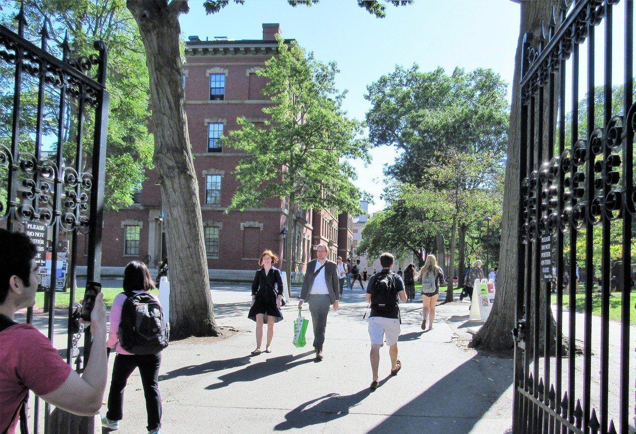 護衛招生政策,哈佛校長表示從未歧視亞裔。 唐嘉麗