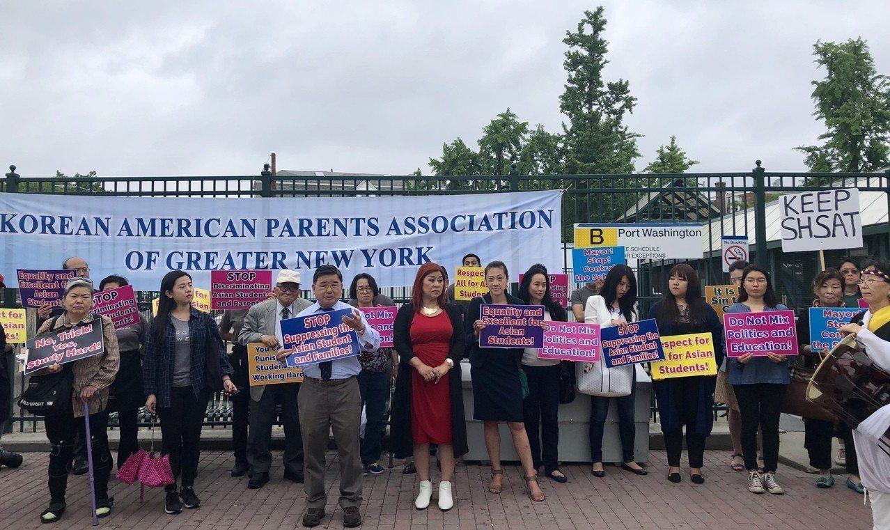 華、韓裔團體抗議特殊高中入學制度改革。 朱蕾