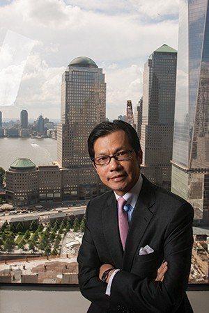 市信用社華裔CEO挪用公款被捕,現被信用社董事會開除。 金春香