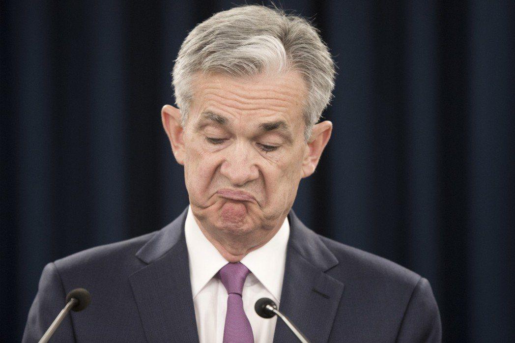 Fed宣布升息1碼,學者指出,隨著主要經濟體朝貨幣政策正常化邁進,貨幣長期寬鬆的...