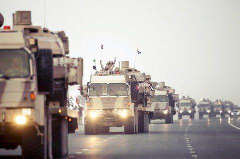 挺進前線的UAE部隊。 圖/法新社