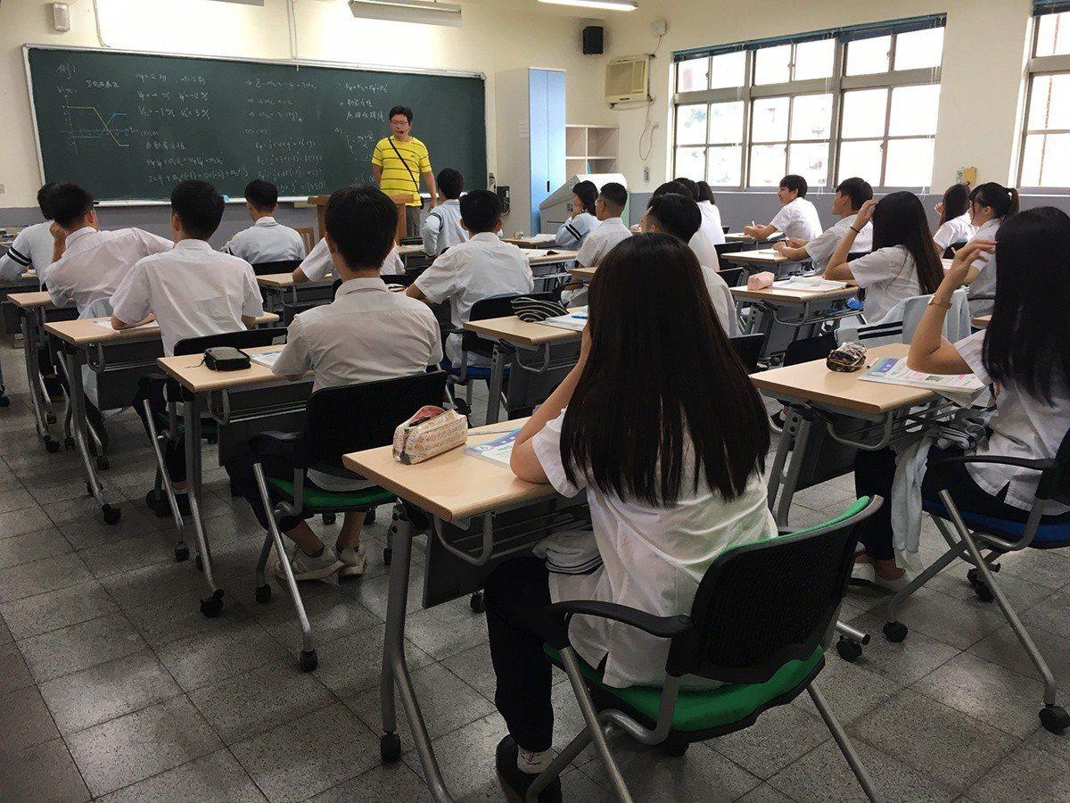 及人中學除了專業的師資與優質的課程,董事會及張校長同時致力於打造最佳學習環境,為...