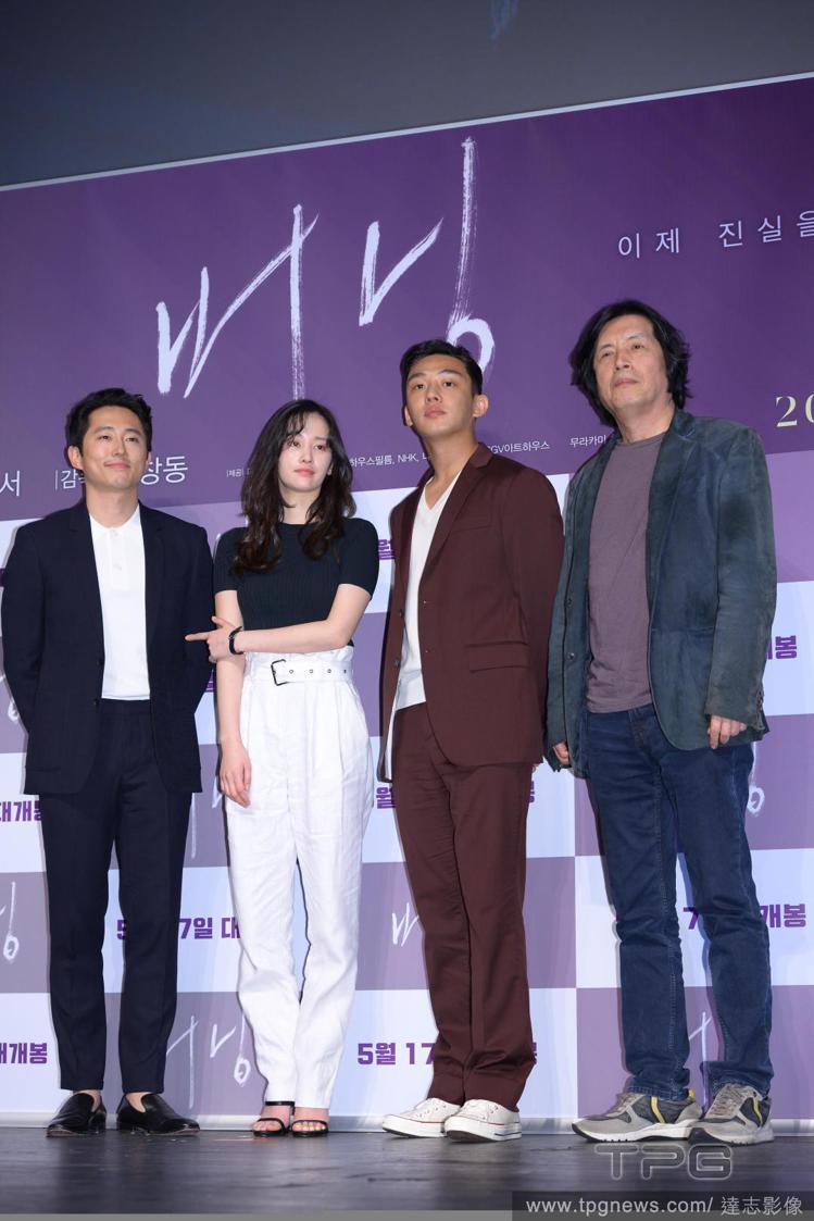 (左至右)史蒂芬元、姜鍾淑、劉亞仁和導演李滄東。圖/達志影像
