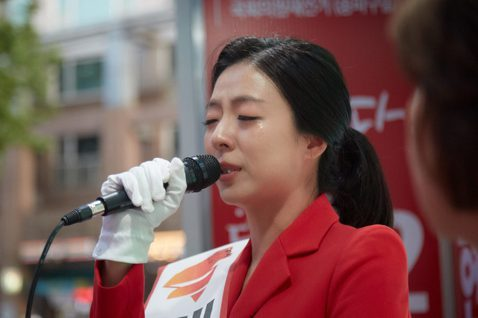 保守派的基盤已逐漸變得零碎。圖為自由韓國黨推出的爭議刺客、被逐出主播界的裴賢貞,...