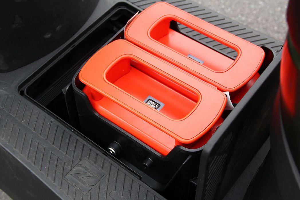 除了能在家自行充電外,透過特約據點提供快充、租賃共享電池服務,解決電動機車續航里程焦慮。 記者張振群/攝影