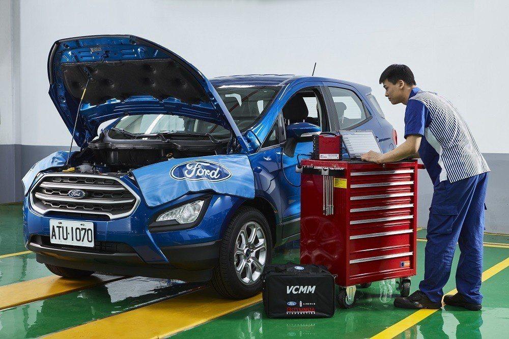 福特六和營銷服務處副總經理張景弼宣布「Ford 安心擁車承諾」,以受過10,000小時以上的Ford認證原廠專業技師、串連全球原廠專業技師的 PTS 技術網絡、以及業界先進且診斷精準度大躍進的全新 VCMM 診斷儀器為消費者提供更有效率、更具品質的售後服務。 圖/福特六和提供