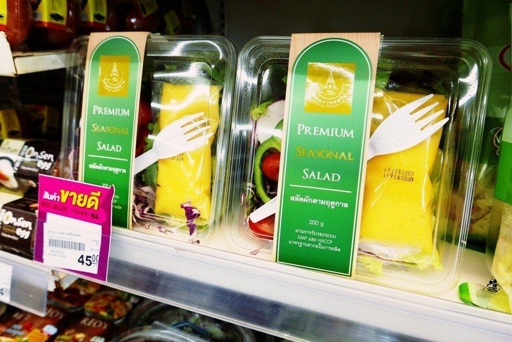 泰國「皇家農場」的高山蔬菜沙拉盒,標榜「永續」? 圖/作者許純鎰提供