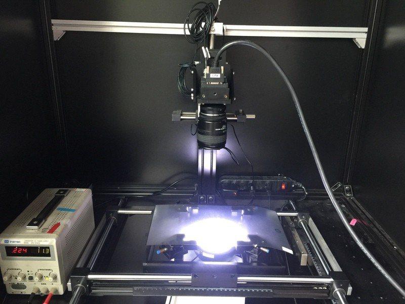 「智慧智動檢測光學膜瑕疵」,運用特定影像處理,以局部能量分析搭配交叉投影,有效定...