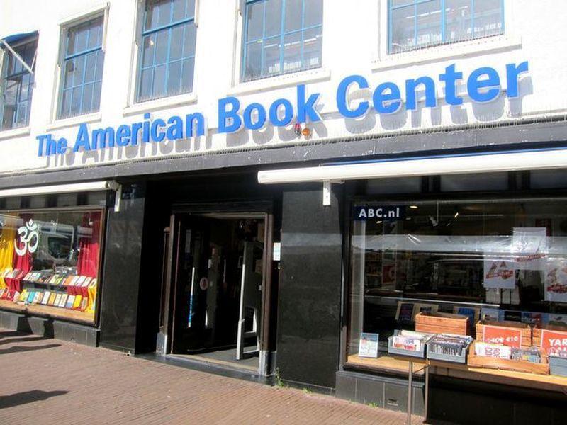 美國圖書中心是全歐洲規模最大的英文書店。 宋宜馨