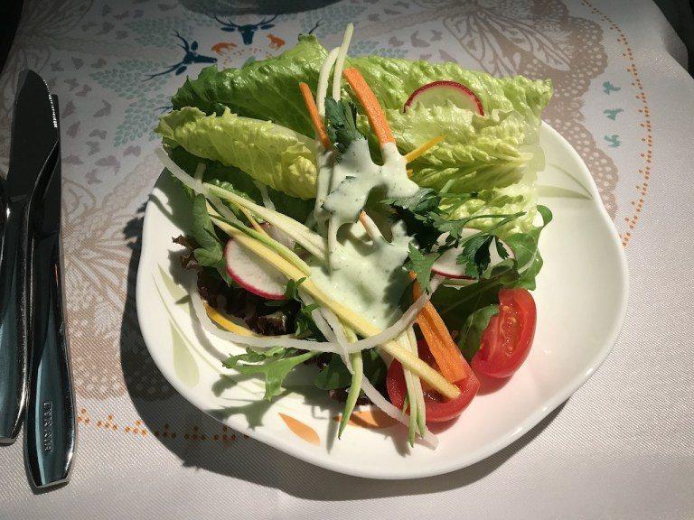田園鮮蔬沙拉,搭配的是優格醬,蔬菜新鮮但是種類就比較常見,沒有太特別的感覺 圖文...