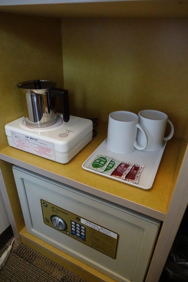 熱水壺和保險箱 圖文來自於:TripPlus