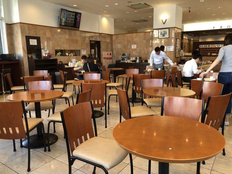 酒店早餐場地,似乎只在早餐時段開放,其他時候供大家坐著休息 圖文來自於:Trip...
