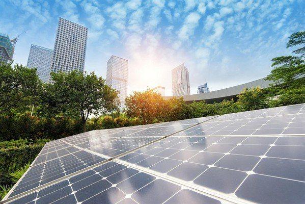 圖1 : 太陽能發電的效能,除了電池材質外,陽光更是主要因。(Source:Pi...