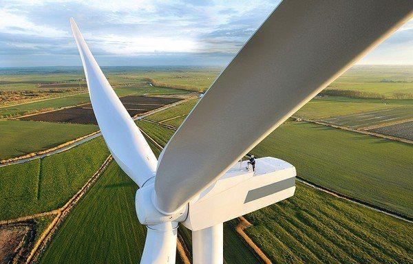 圖2 : 風力發電機的發電功率與葉片面積成正比。(Source: WindEur...