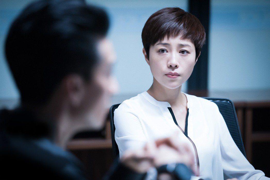 張齡心在「骨語」演出幹練女法醫。圖/KKTV提供