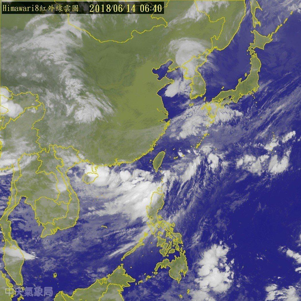 中央氣象局今晨發布熱帶性低氣壓特報,在鵝鑾鼻西南西方300公里的海面上,有一熱低...