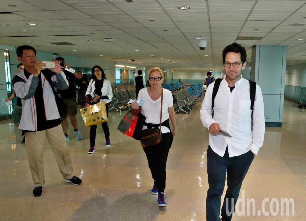 好萊塢男星「蟻人」保羅洛德(Paul Rudd)上午離台,搭乘同一班機的旅客幸運...