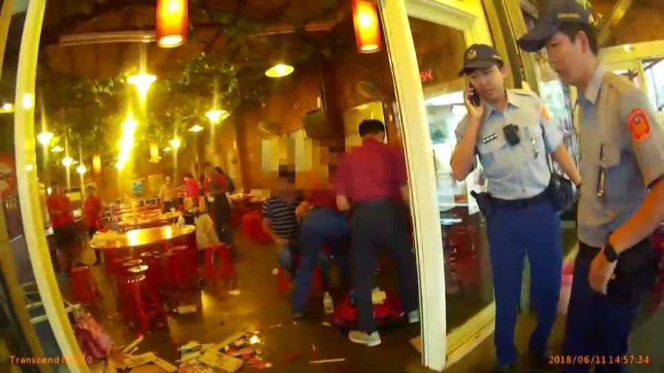 互看不順眼,宜蘭縣礁溪鄉一家餐廳日前發生群毆事件,3人受傷送醫,警方調查處理。圖...