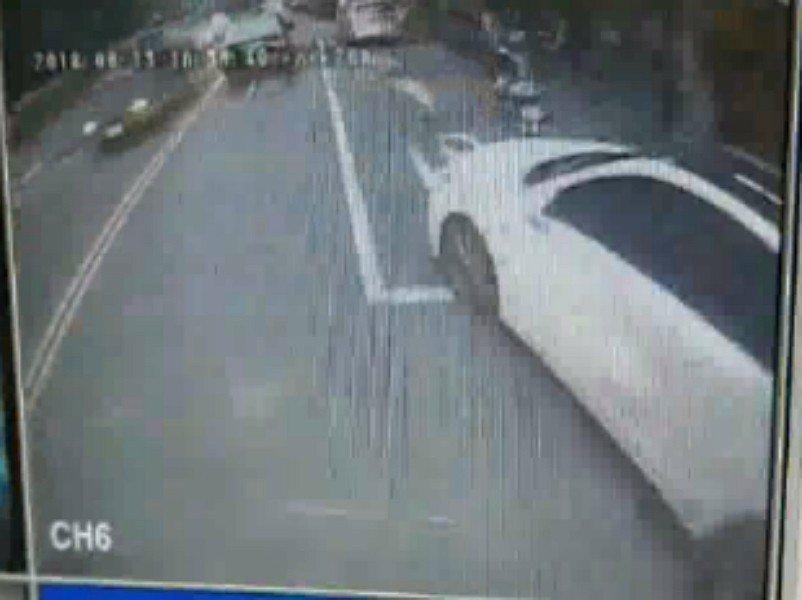 新北市五股區昨天發生一起疑似行車糾紛引發街頭鬥毆事件,丁姓公車司機不滿一輛自小客...