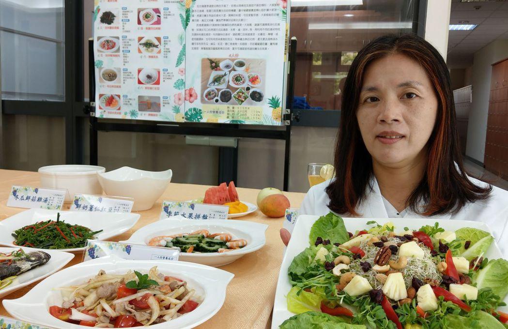 營養師廖瑞華建議,夏日養生料理,增加蔬果攝取量,多採用川燙、清蒸,以及擅用天然食...
