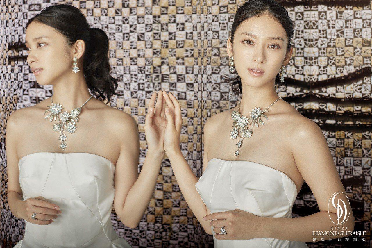 日本女星武井咲代言銀座白石,配戴價值千萬的日本手工頂級珠寶,散發幸福氣息。圖/銀...