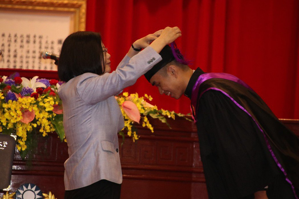 警大畢業典禮 蔡英文勉勵:記得畢業這天心情