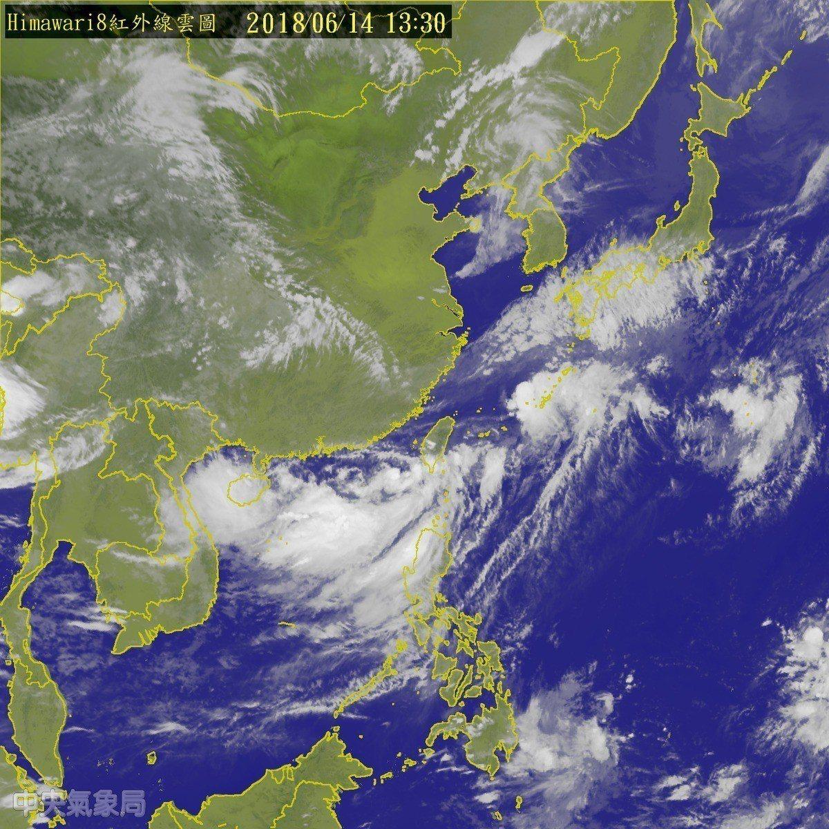位在台灣鵝鑾鼻西南西方290公尺海面上的熱帶性低氣壓,目前以時速10公里逐漸向東...