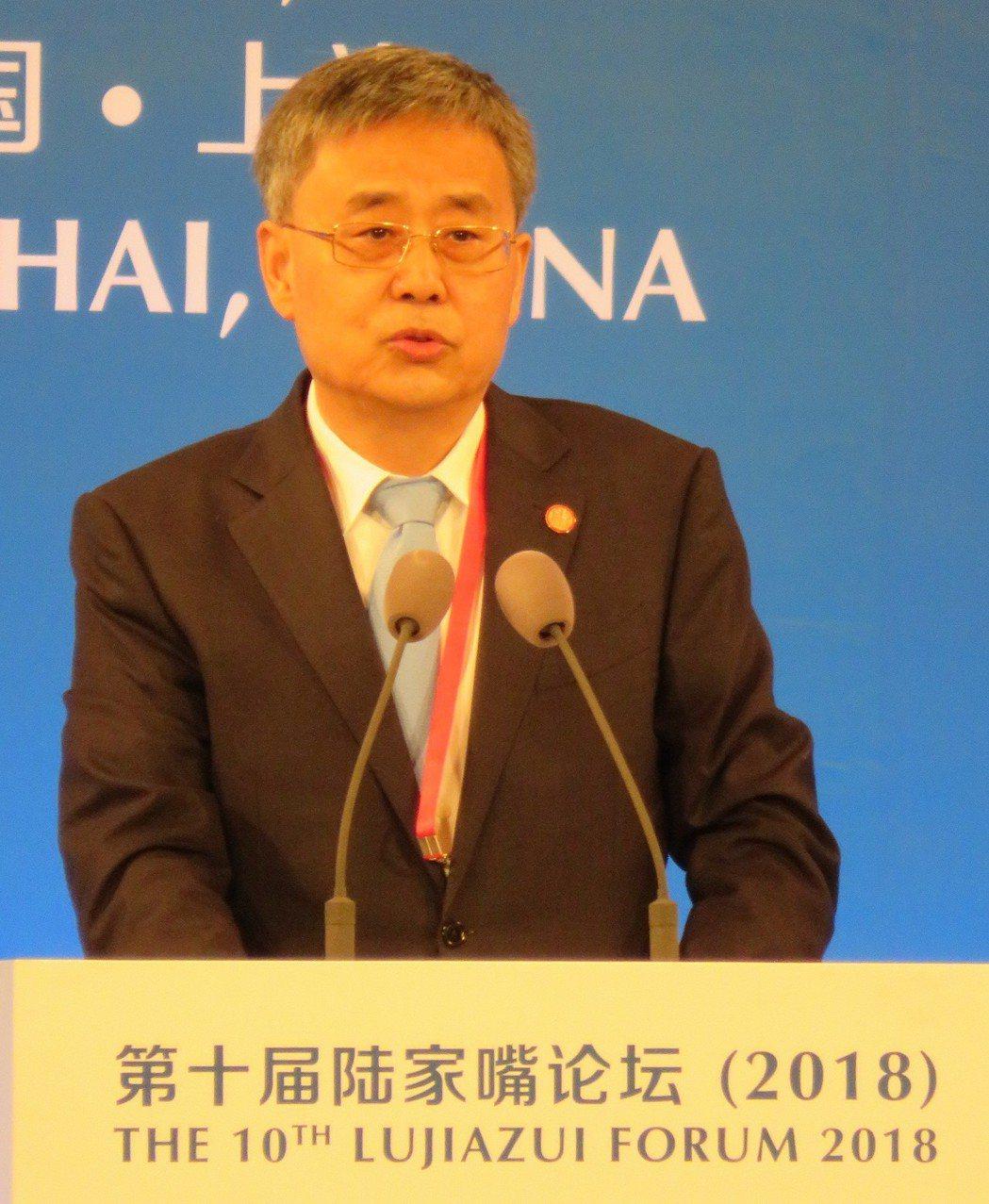 中國銀行保險監督管理委員會主席郭樹清提出,要採取「群眾路線」來防範化解金融風險,...