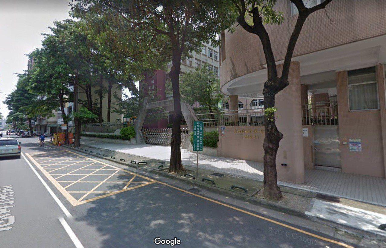台中市南區明德中學附設幼兒園門口,昨天傳出燒炭案件。圖/摘自google map