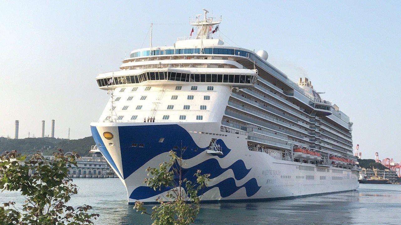 近年來進基隆港泊靠的郵輪一艘比一艘豪華,郵輪客自由行,想當半日基隆人的越來越多。...