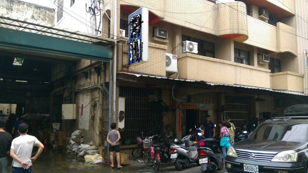 台中市太平區巫姓男子疑因病厭世,今清晨先在醫院點燃棉被尋短不成,家人接他回家後,...