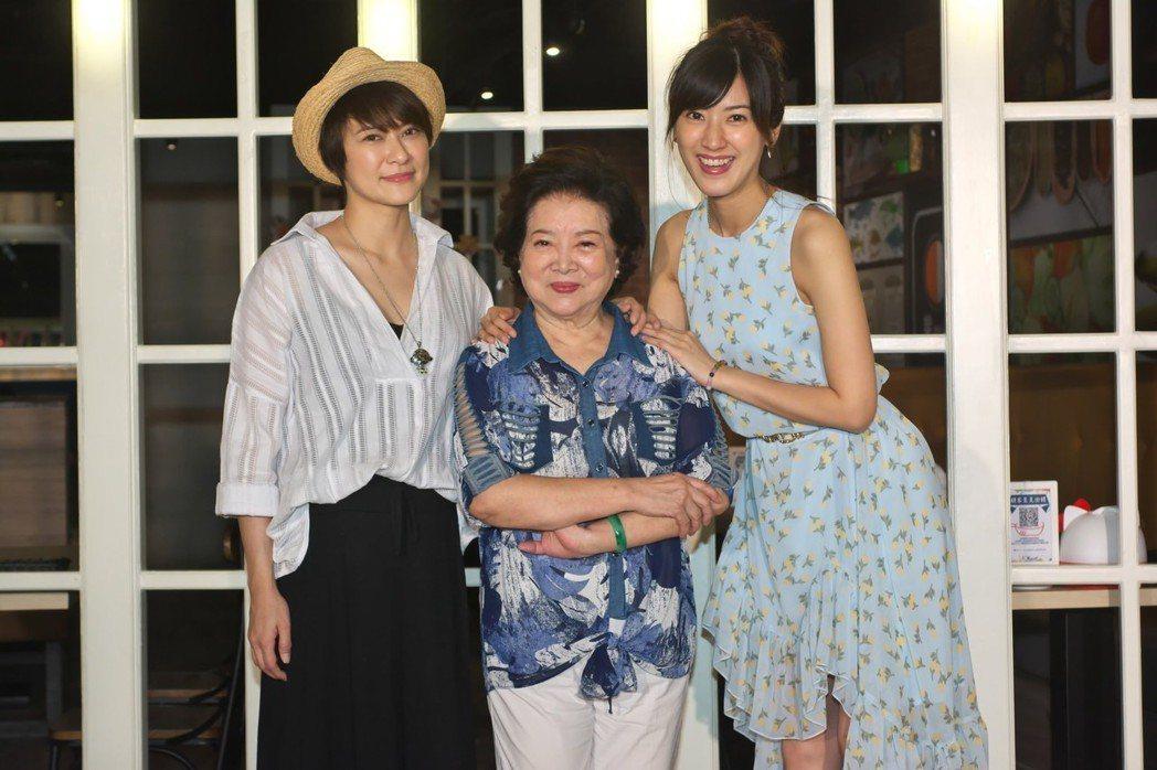 章家瑄(左起)、陳淑芳、陳怡嘉出席公益微電影「雙面少年」發佈記者會。圖/紅心字會