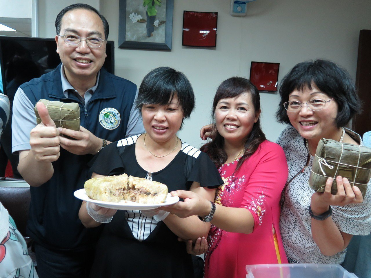 北越的粽子為方形且「塊頭很大」,一個人吃根本吃不完。記者張裕珍/攝影