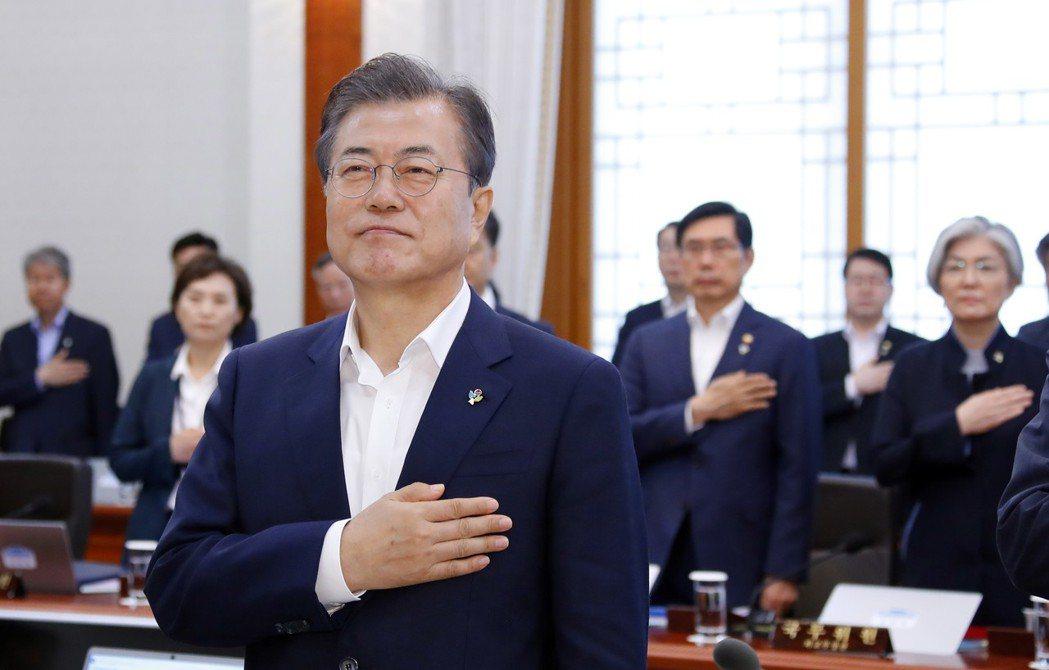 南韓總統文在寅14日表示,願考慮停止軍事演習。(歐新社)