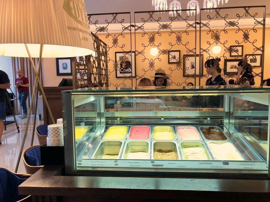 冰淇淋櫃位也有多種口味可選擇。記者魏妤庭/攝影