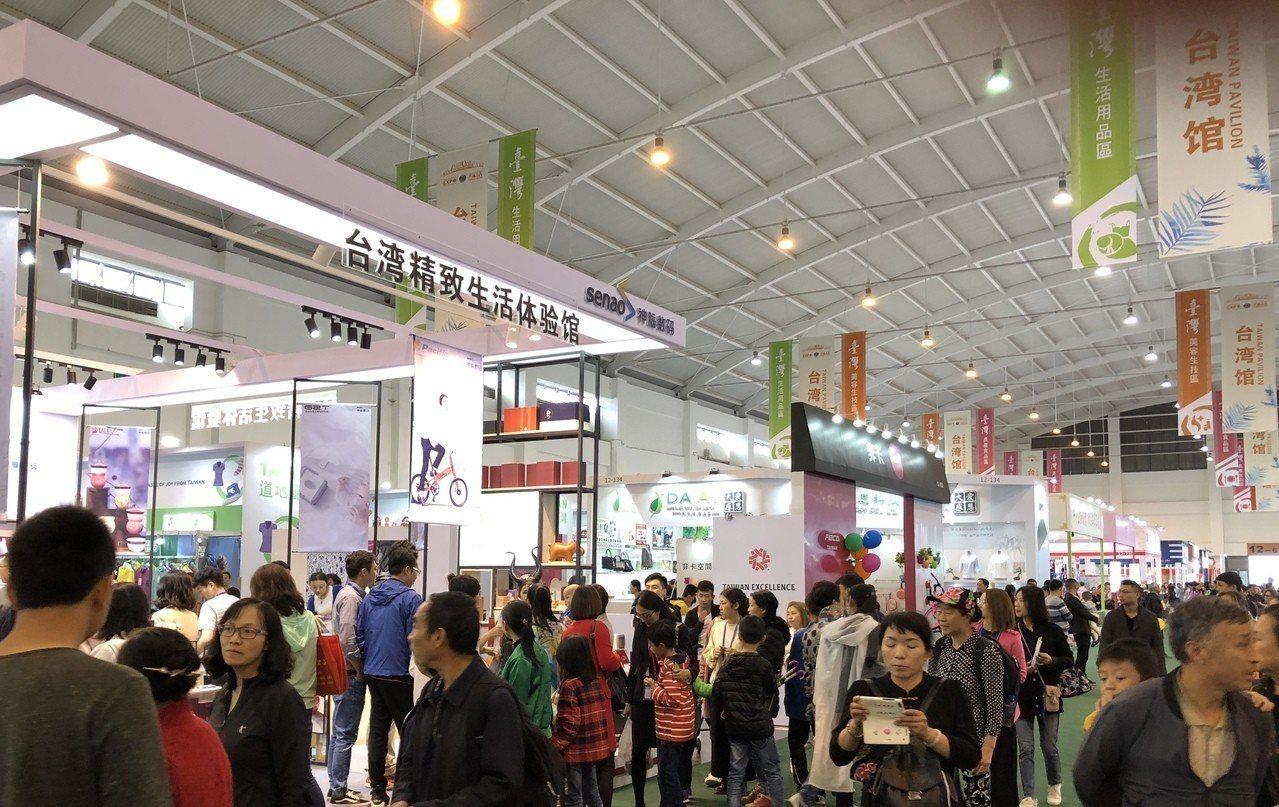 14日登場的「2018年中國南亞博覽會」,由178家業者組成的台灣館吸引不少參觀...