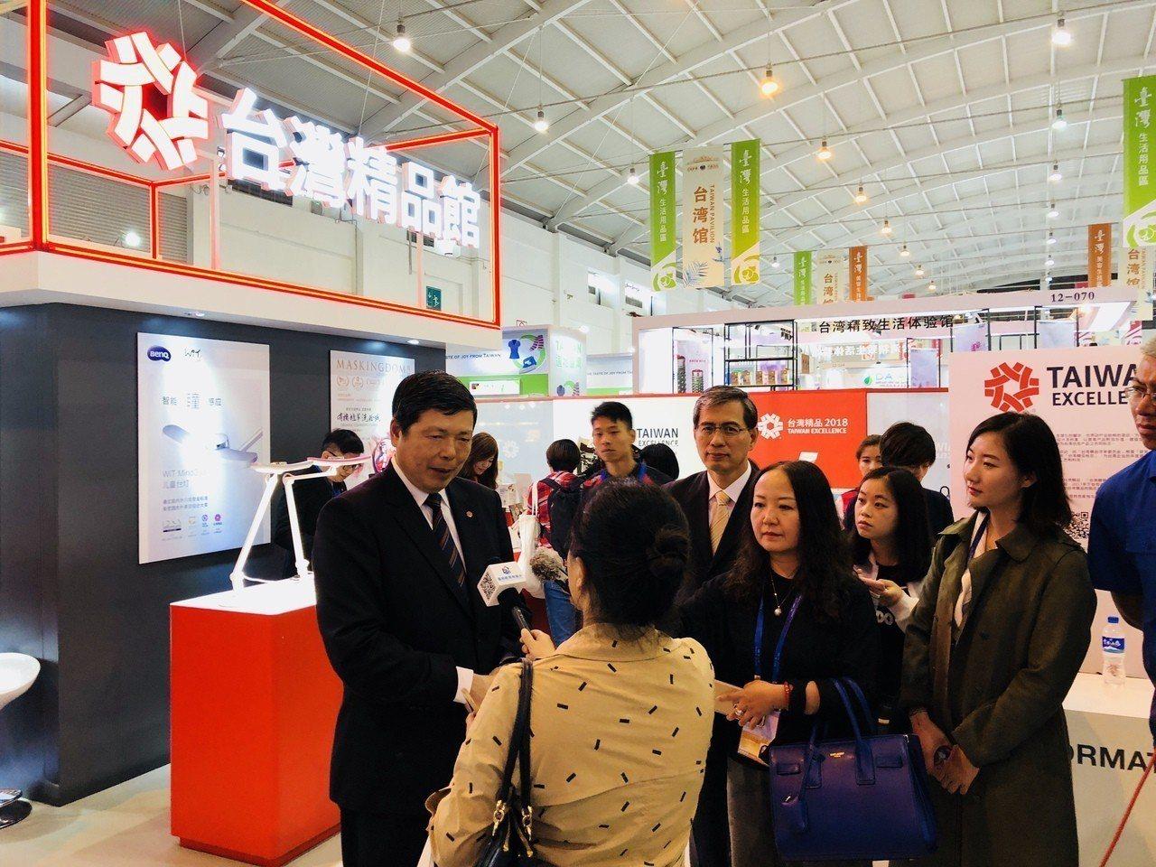 外貿協會秘書長葉明水率團前往雲南昆明參加14日登場的「2018年中國南亞博覽會」...