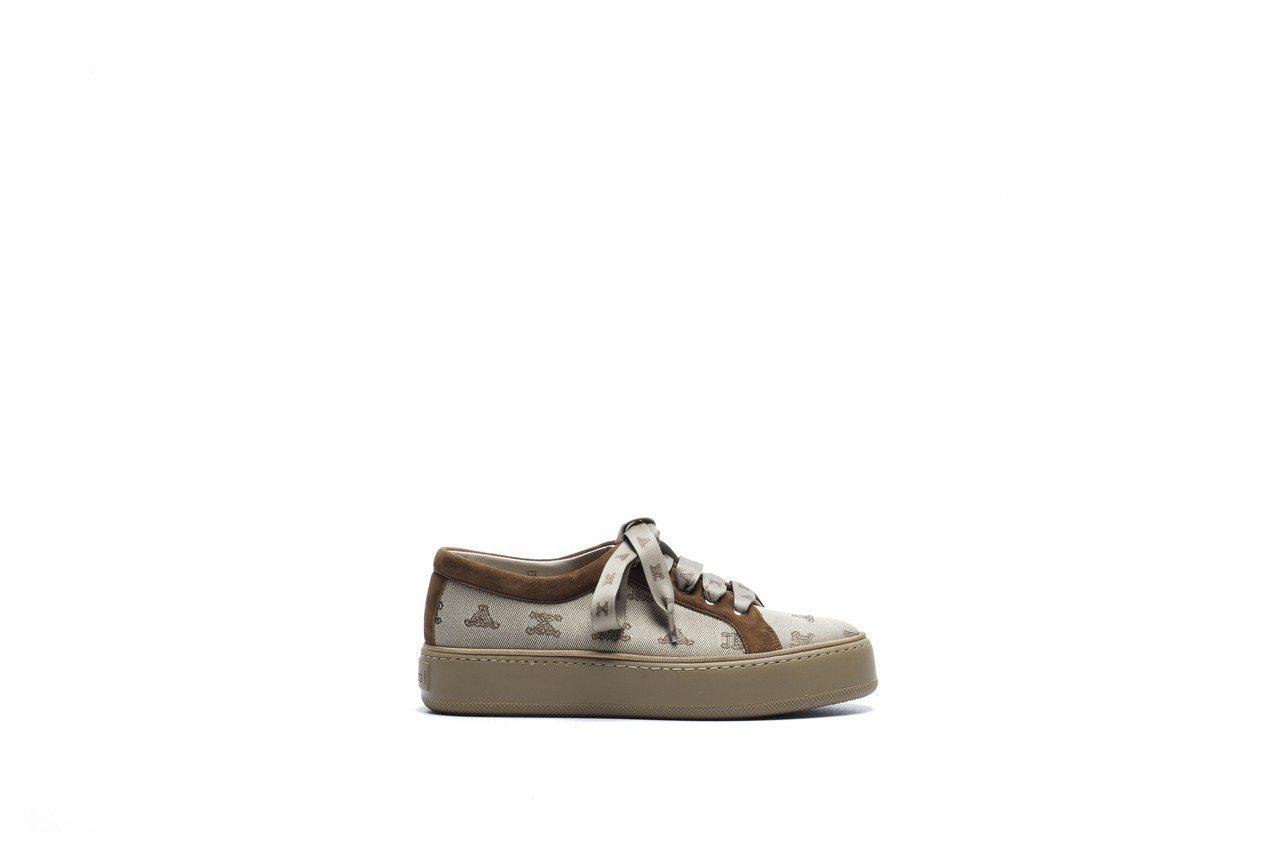 米色休閒鞋,售價20,100元。圖/Max Mara提供