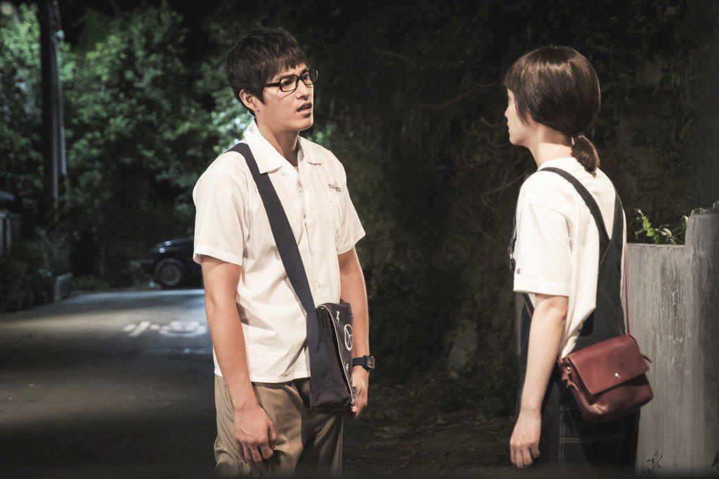 藍正龍(左)劇中遭楊丞琳質疑劈腿。圖/八大提供