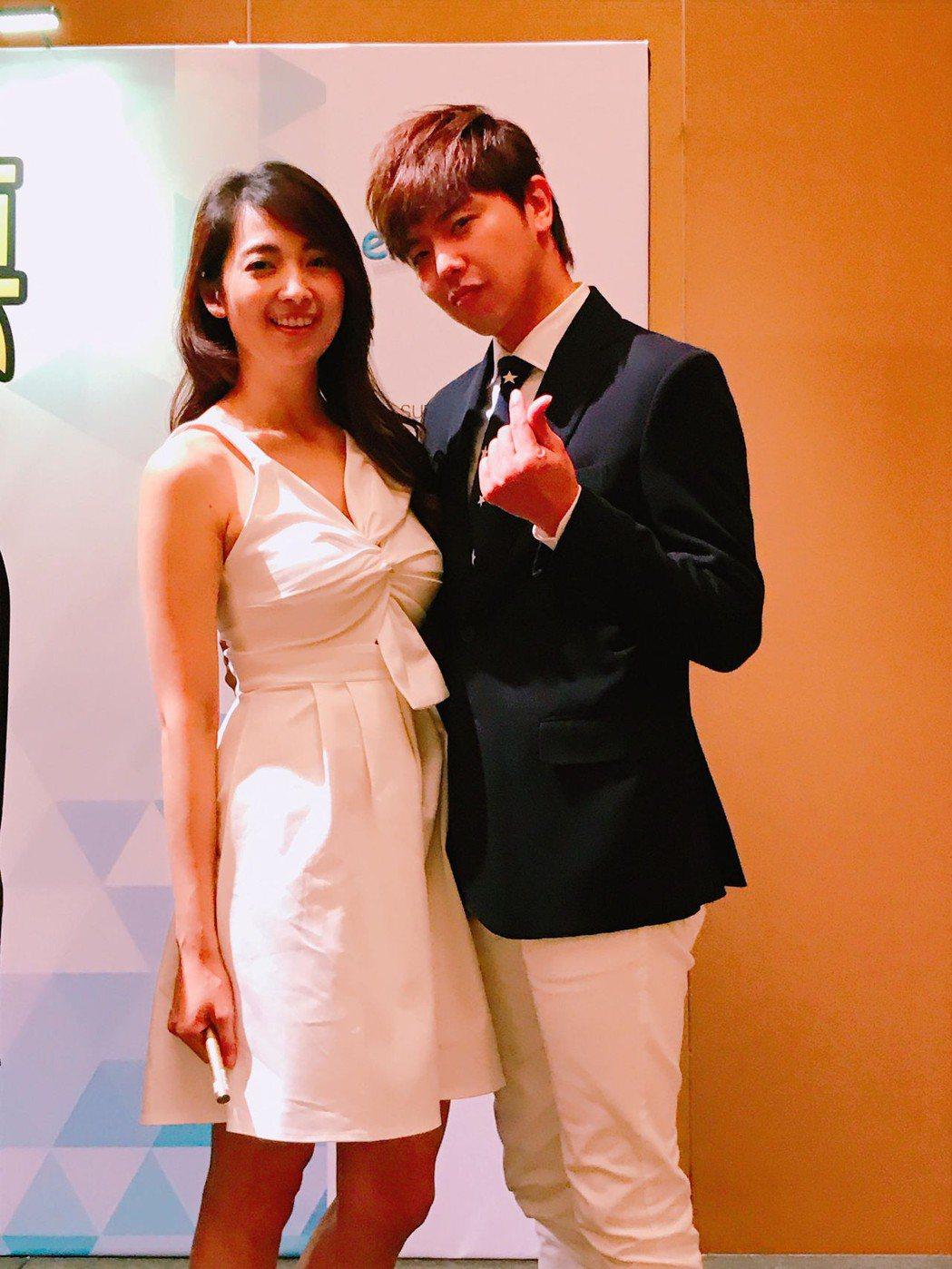 阿喜與黃鴻升主演新加坡電影「超磅名模」。圖/天晴娛樂提供
